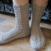 Ажурні шкарпетки спицями зі схемами: варіанти в`язання з докладним описом роботи