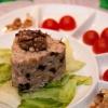 Ніжний салат з куркою і чорносливом